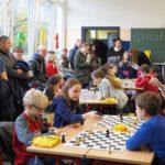 Schachunterricht am Tag der offenen Tür